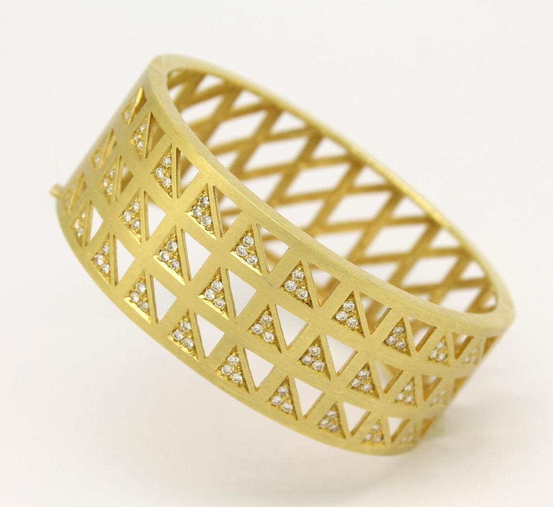 6309bc40a3e93 Pulseira Escrava Trabalhada Diamantes Ouro Amarelo 18k 750 - Marcio ...