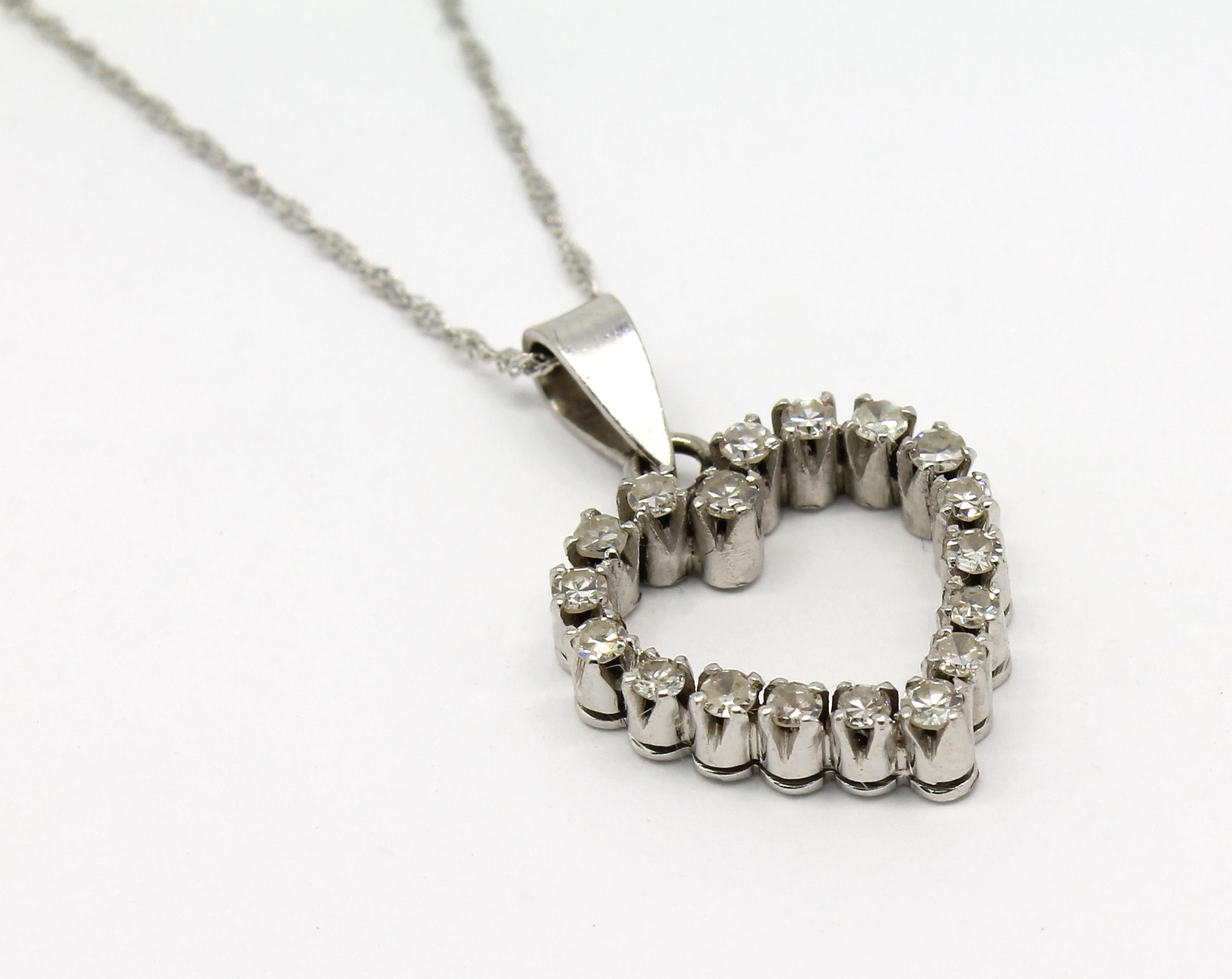 8086156ad960c Colar Coração de Diamantes Ouro Branco 18k 750 - Marcio Joalheiros ...