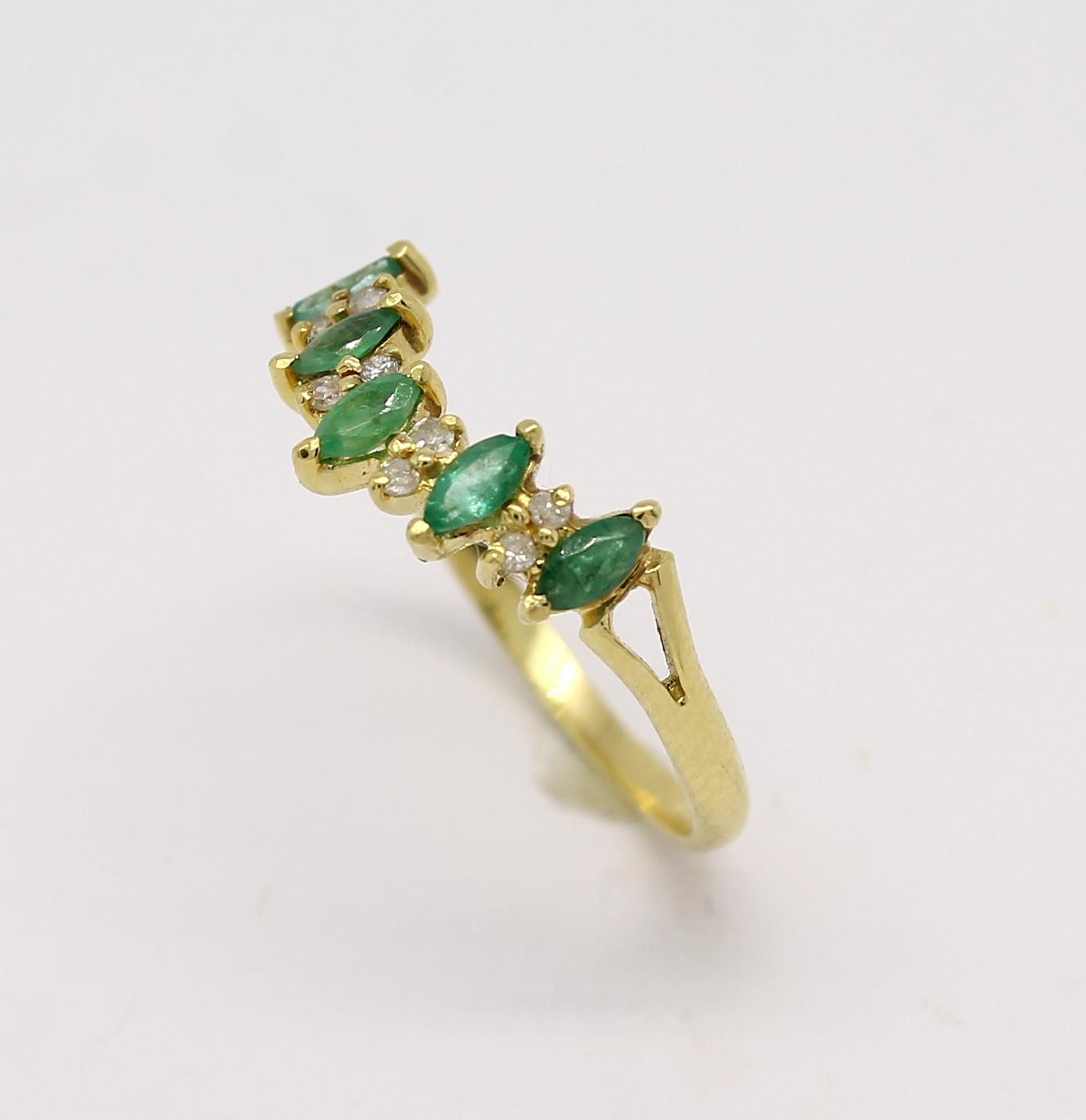 4fadf784ec49c Meia Aliança Esmeralda e Diamantes Ouro 18k 750 - Marcio Joalheiros ...