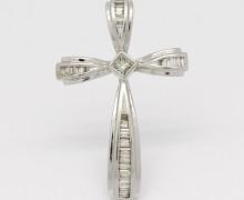 Cruz Diamantes Baguetes Ouro Branco 18k 750 (4)
