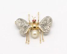 Broche Mosca Diamante Pérola e Rubi Ouro 18k 750 (1)